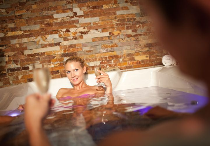 Dating-Service Ingenieure Massage Spritzen Blasluder