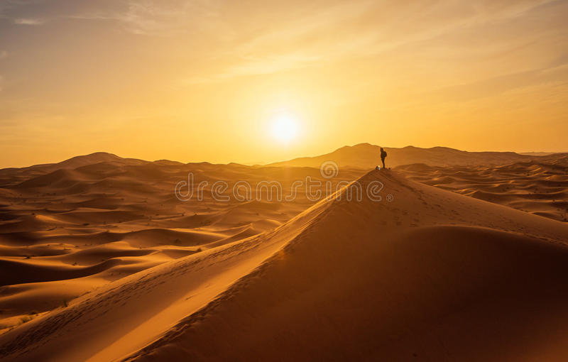 Einsamer Mann in der Wüste Iik