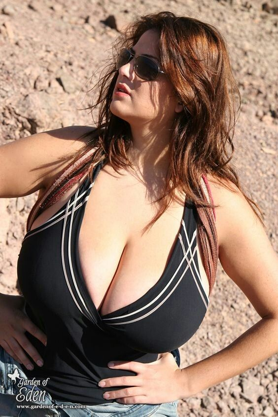 Mädchen mit großen Brüsten kennenlernen Spaziergang
