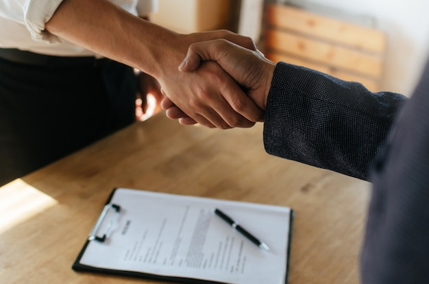 Vertrautheit mit Geschäftsleuten Zimmer für Touch